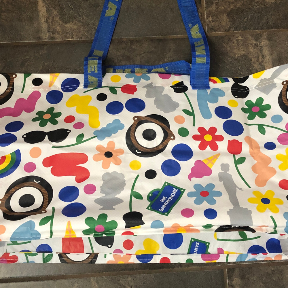 This colorful and extra large bag from IKEA is easy to identify.