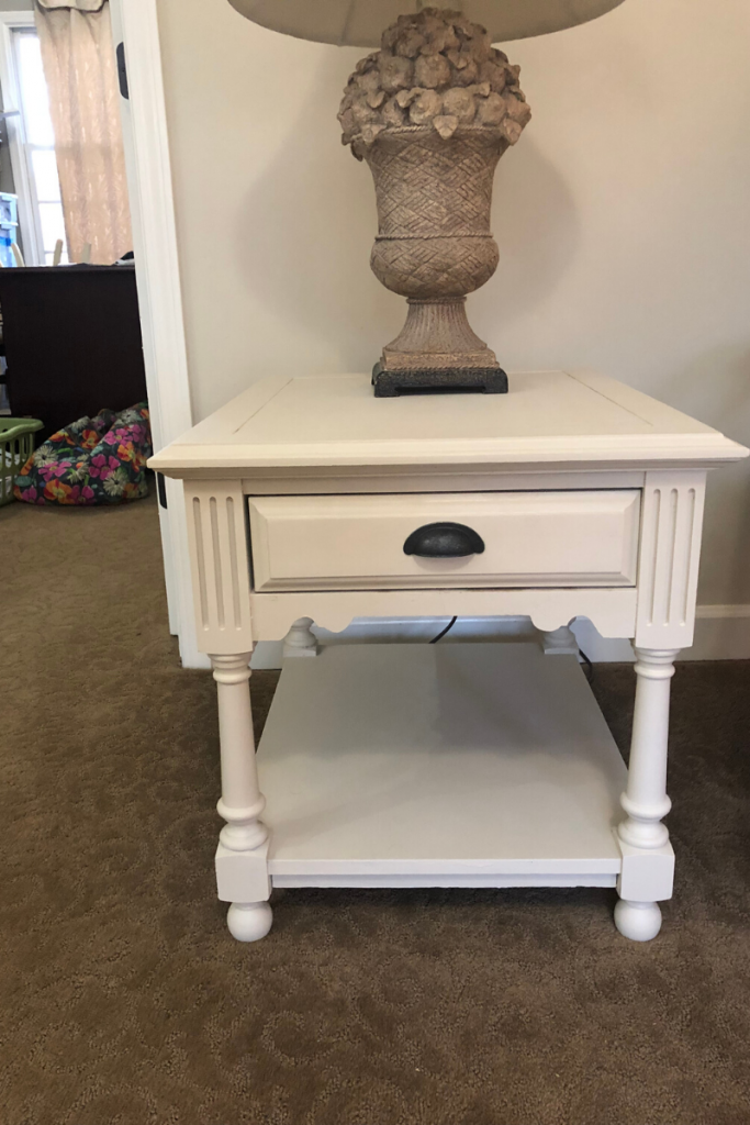Chalkpaint old furniture for a budget friendly downsize decor project.